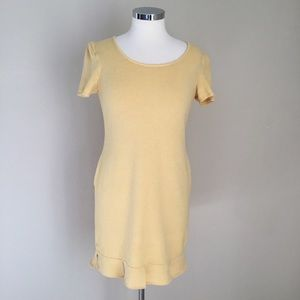 St. John Short Sleeve Crewneck Knit Dress - Size 6